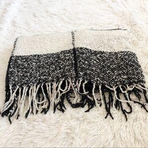 • Blanket Scarf •
